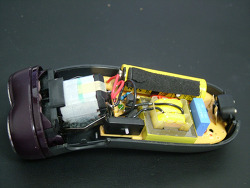 오래 된 면도기의 배터리 리필