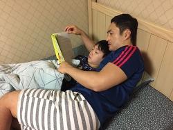 취침 전 아빠와 책 읽기 (2016.12.1)