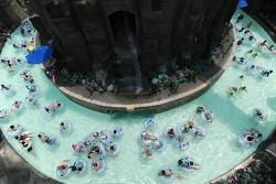 봄부터 따뜻하게 즐기는 '캐리비안 베이' 오픈