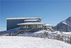 세계에서 가장 높은 곳에 위치한 티베트 다구 빙하 커피숍
