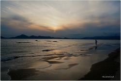 해질녘 바닷가 풍경