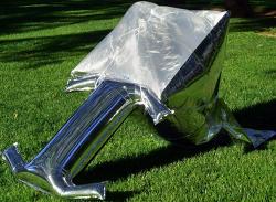 배낭에 넣을 수 있는 태양열 조리기. 은박지 풍선 미니 쿠커