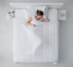 잠 잘 때 왼쪽으로 누워 자면 생기는 신체 변화는?