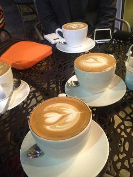 커피 타임.  아이패드 미니
