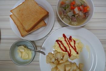 다진고기를 이용한 두부돈부리와 스프등 오늘의 요리입니다.