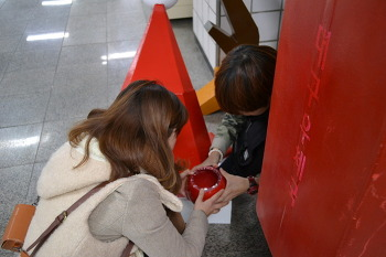 Play Public Project _ Merry Postbox 20121223 산타우체통 보수공사