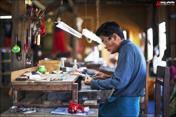 미얀마 인레호수 수상마을의 가내수공업 / Inle Lake, Myanmar