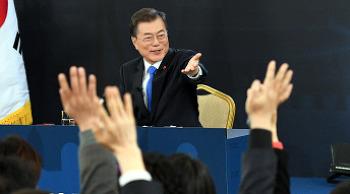 '각본' 없는 신년 기자회견