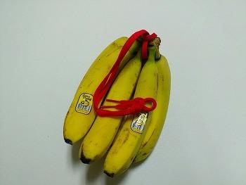 '바나나걸이' 없이 바나나 걸어놓는 방법 4가지