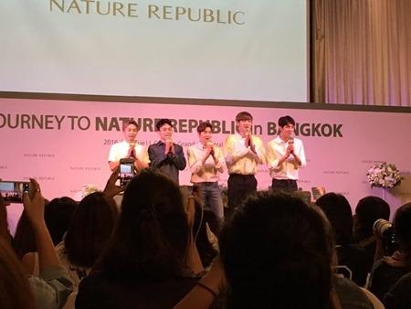 [볼거리]Exo 태국팬들 밤샘 공연을 기다리는 정성을 보여