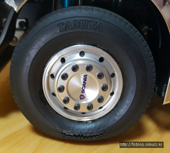 TAMIYA SCANIA 타이어 갈라짐 복원