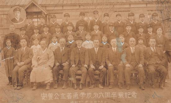 1937년 안양공립보통학교(안양초) 6회 졸업 기념사진