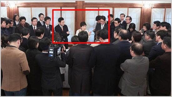 KBS·MBC 청와대출입기자는 왜 박근혜 양옆에 섰나