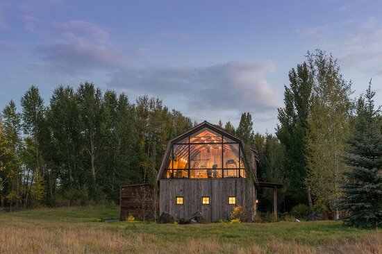 *오두막 게스트 하우스 [ Carney Logan Burke ] barn-shaped guest house in rural Wyoming