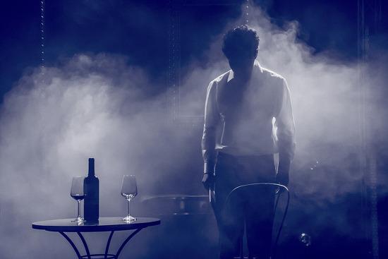 무대 위의 디제잉, 형식적인 실험이 돋보이는 실험음악극 <맥베스>