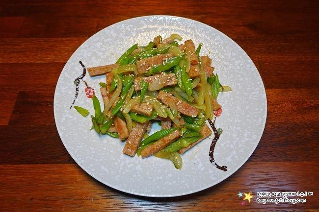 향이 좋아 코로~입으로 2번 먹는 '샐러리 햄볶음 만들기'