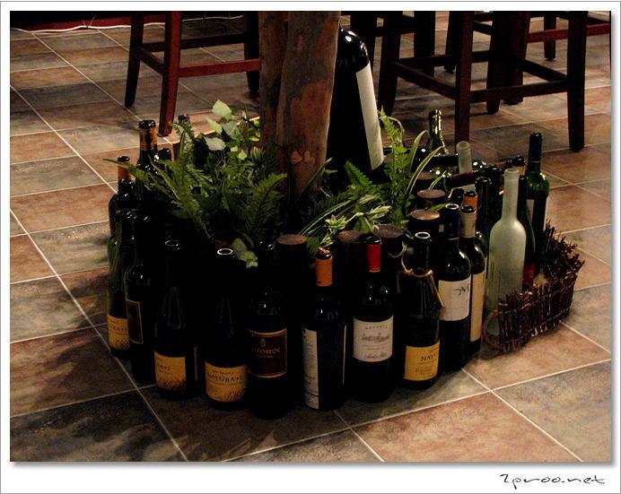 와인 전문 레스토랑 라투르 - 와인병 인테리어