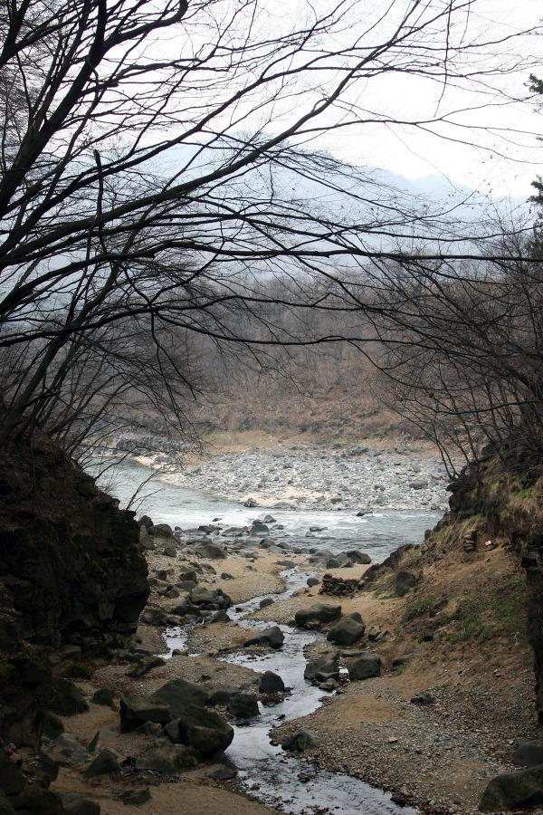 한탄강의 절경이 숨어 있는 곳 ... 포천 비둘기낭, 연천 재인폭포