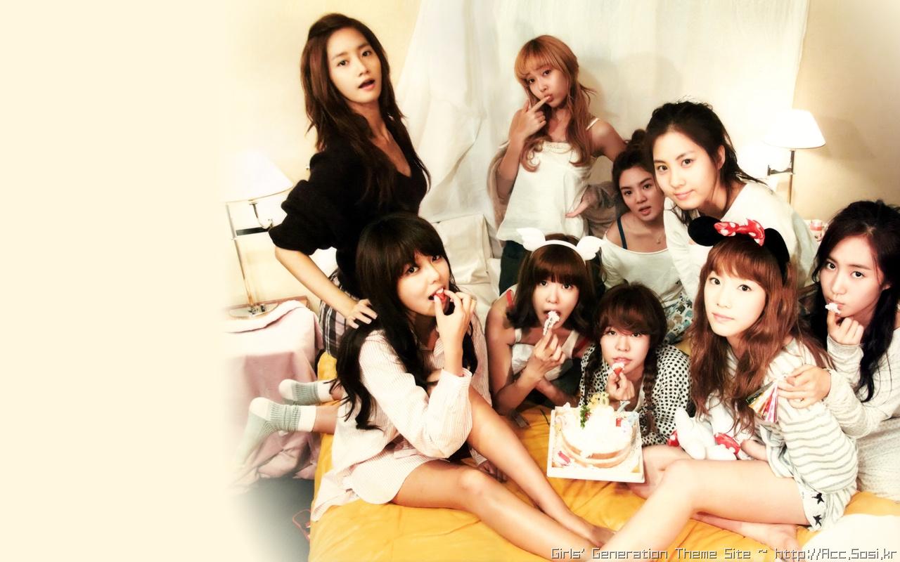 """[C1365] 1st PhotoBook """"少女"""" 2 (소녀시대)"""