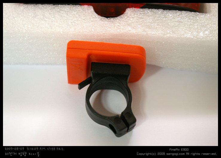 거치대의 돌기가 컨트롤러를 동작시킴