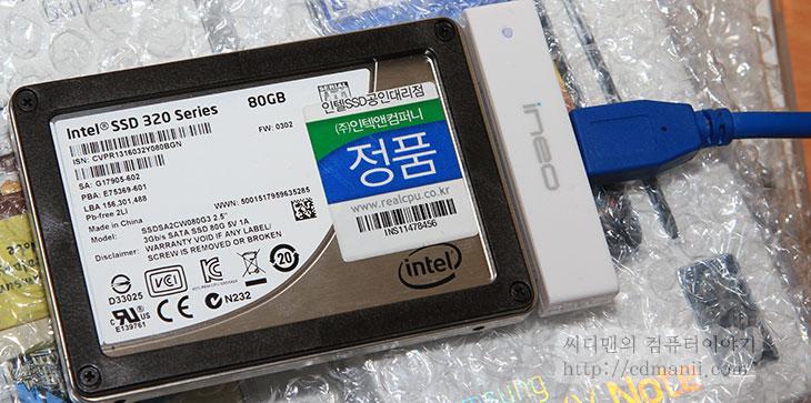삼성 SSD 830 Series 256GB, 삼성 SSD, SSD, 솔리드 스테이트 드라이브, SAMSUNG, IT, 제품, 리뷰, 사용기, 후기, USB3.0, USB 3.0, USB 2.0, USB, 성능, 벤치마크, AS SSD, asssd, ineo,삼성 SSD 830 Series 256GB의 USB 3.0 연결의 성능을 알아보려 합니다. 물론 기본 인터페이스인 S-ATA3 에 연결하면 읽기 500MB/sec , 쓰기 400MB/sec 를 보여주는 상당히 괜찮은 SSD 입니다. 참고 비교로 S-ATA2 인터페이스를 가진 인텔 SSD 320 Series 80GB도 USB 3.0 젠더에 연결해서 성능을 체크해보도록 하겠습니다.