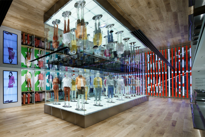 Interior/Exhibition/VMD :: Uniqlo flagship store by ...