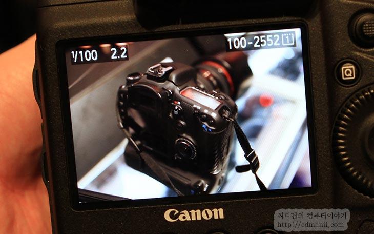 Canon EOS-1DX 사용기, 1DX 사용기, 1D X, 노이즈, 연사, 사용기, 후기, 리뷰, CES2012, CES, CES 2012, 렌즈, 캐논, Canon, 씨디맨, IT, 사진, review, 라스베거스, ISO, ISO 51200, 상용, 감도, 레인지, EF, 캐논 렌즈, 유튜브, EOS, EOS 1D X,Canon EOS-1DX 사용을 미리 해 봤습니다. 라스베거스에서 있던 CES에 가서 Canon부스에서 만져 봤는데요. 지금은1DX 가격정보도 떠 있고 언제쯤 나올것이라는 꽤 신빙성 높은 자료들도 나와있는 상태죠. Canon EOS-1DX를 사용해본 느낌으로는 기대한만큼 꽤 걸작이 나왔다는 느낌 입니다. 이미 정보는 많이 올라왔지만 저 역시도 자세히 소개하기 위해서 사진과 동영상을 많이 찍어왔습니다. 미리 만져보고 제 유튜브에 Canon EOS-1DX 사용하는 모습을 올려놓았는데 이미 보신분도 있을겁니다. 이번에는 그것을 설명하는 글 입니다. ISO 1600 부터 5000 , 51200 등 차례대로 올려보면서 느껴본 노이즈 정도와 연사속도등을 체크를 했고, 메뉴와 인터페이스는 편리한지 그리고 전체적인 EOS-1DX의 사용 느낌은 어떤지 전해보려고 노력했습니다. 잘 읽어주시기 바랍니다. 얼른 가격 떨어져서 나오면 좋겠네요.