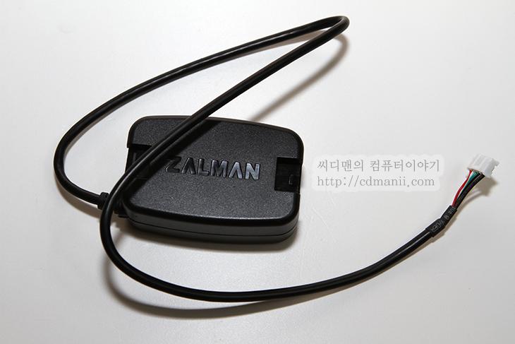 잘만테크, 잘만, ZALMAN, ZM-VPM1, ZM-PCM1, 사용기, 벤치마크, 객관적, 수치, 전압, 전력, 전류, 소모량, 측정기, 후크메타, CPU, VGA, IT, 리뷰, 후기, 잘만테크 ZM-VPM1 ZM-PCM1 사용기  컴퓨터 벤치마크를 할 때 전력소모량에 대해서 좀 더 정밀한 측정이 필요할 때가 있는데요. 잘만테크 ZM-VPM1 ZM-PCM1를 사용하면 좀 더 객관적인 수치를 데이터화할 수 있습니다. ZM-VPM1은 각각의 그래픽카드마다 저력소모량이 어떻게 되는지 대기시 또는 풀로드시 전력량을 측정할 수 있습니다. ZM-PCM1은 CPU의 전력소모량을 직접 측정이 가능 합니다. 이런 장비가 없을 경우에는 후크메타등으로 알아낼 수 도 있겠지만, 보통은 본체 전체의 전력소모량을 측정 후 다시 풀로드를 한 뒤 전력소모량을 측정하여 비교를 하여 측정합니다. 하지만 정확한 값을 얻기 힘들죠. 잘만테크 ZM-VPM1 ZM-PCM1를 사용하면 이런 걱정을 줄일 수 있습니다.