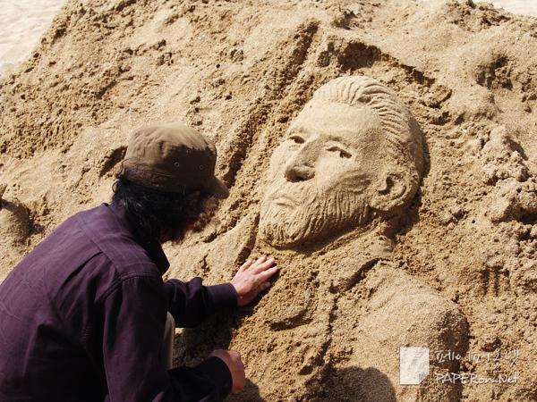 해운대에 모래 그림을 그리고 계신 작가님 (누구일까요?)