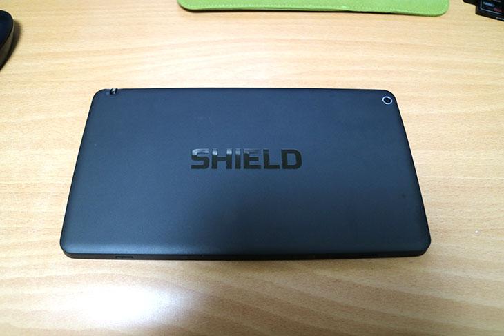 엔비디아 쉴드 태블릿 리콜, 방법, 수령기,Nvidia,쉴드 태블릿,Shield Tablet,쉴드태블릿,IT,IT 제품리뷰,엔비디아 쉴드 태블릿 리콜 방법 및 수령기를 시작해봅니다. 태블릿에 배터리 문제가 있다고 해서 Nvidia 측에서 태블릿을 판매한것을 모두 리콜하기로 했는데요. 다만 신청자에 한해서 리콜을 받고 새제품으로 교환해주고 있습니다. 그런데 꼭 배터리 문제 때문에 엔비디아 쉴드 태블릿 리콜을 받을 필요는 없긴 합니다. 배터리에 문제가 있을 수 도 있다는 것이지 무조건 문제가 되는것은 아니기 때문이죠. 사실 정상적인 배터리를 사용하더라도 사용환경에 따라서 얼마든지 문제가 될 수 있는데요. Nvidia는 잠정적인 문제로 그냥 모두 다 리콜 해주겠다는 것이죠. 근데 리콜이란게 지금가지고 있는것을 반납할 필요는 없었습니다. 엔비디아 쉴드 태블릿 리콜 사이트에서 신청을 하면 주소지로 새제품을 보내줍니다. 물론 기존에 사용하던 제품도 그대로 사용이 가능한데요. 물론 그렇게 두대의 태블릿이 자신의 것이 되면 좋겠지만, 새제품을 활성화하면 기존에 사용하던 제품은 죽게 됩니다. 사용하지 못하는 상태로 되게 되죠. 킬스위치가 동작해서 그렇습니다. 물론 킬스위치를 해제하는 방법도 있는듯한데요. 이건 알아서 해결을 하던 아니면 기존 디바이스는 버리면 됩니다.