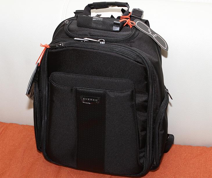 노트북 백팩, 에버키 버사, 가방, Everki ,VERSA Premium,프리미엄 가방,IT,IT 제품리뷰,정말 맘에 드는 가방을 하나 소개합니다. 수납공간이 많아서 좋았는데요. 노트북 백팩 에버키 버사 가방 Everki VERSA Premium 소개 합니다. 여행을 자주 다니는 분들에게 그리고 노트북과 카메라 책 서류 등을 다양하게 들고다니는 분들에게 좋습니다. 노트북 백팩 에버키 버사 가방 Everki VERSA Premium은 남성분들에게 너무 잘 어울리는 제품이었는데요. 물론 여성분들에게도 괜찮을듯 합니다. 14.1인치 가방이라고 하는데 막상 써보니 올데이그램 15.6인치 노트북도 들어가네요.