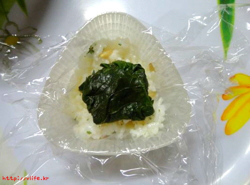 내용물 새어나오지 않게 삼각김밥 만드는법