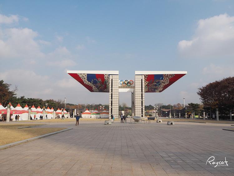 몽촌토성역 올림픽공원 입구