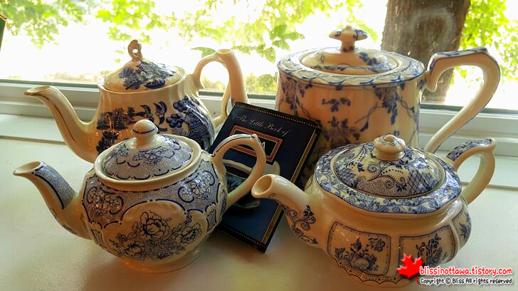 four_different_teapots