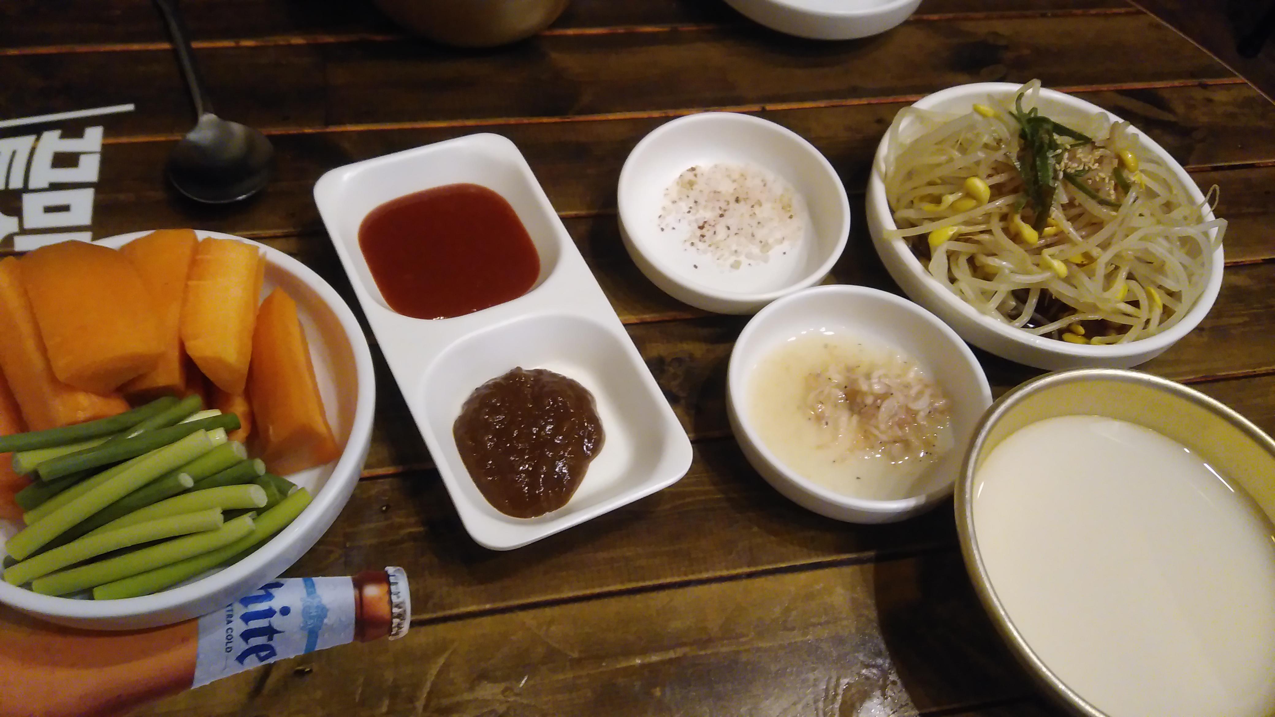 새우젓과 굵은 소금과 콩나물
