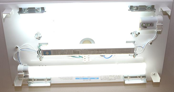 형광등 LED, 램프, 테크룩스, PLED15G ,설치, 쉽게, 효율, 수명, 높게,IT,IT 제품리뷰,이전 제품을 제가 소개를 한적이 있는데요. 이번에는 신형제품 입니다. 형광등 LED 램프 테크룩스 PLED15G 설치 쉽게 효율 수명 높게 사용하는 방법을 소개 합니다. 가장 최신 제품인 만큼 뭔가 다르겠죠? 실제로 그냥 장착만하고 편해요. 좋아요. 이런 내용 아닙니다. 형광등 LED 램프 테크룩스 PLED15G 설치는 물론 밝기 성능 및 온도 테스트 등으로 내구성 테스트를 해 봤습니다. 기존에 형광등 틀을 변경하지 않고 즉 겉모양은 변경하지 않고 아주 간단하게 초보자도 교체가 가능한 제품 입니다.