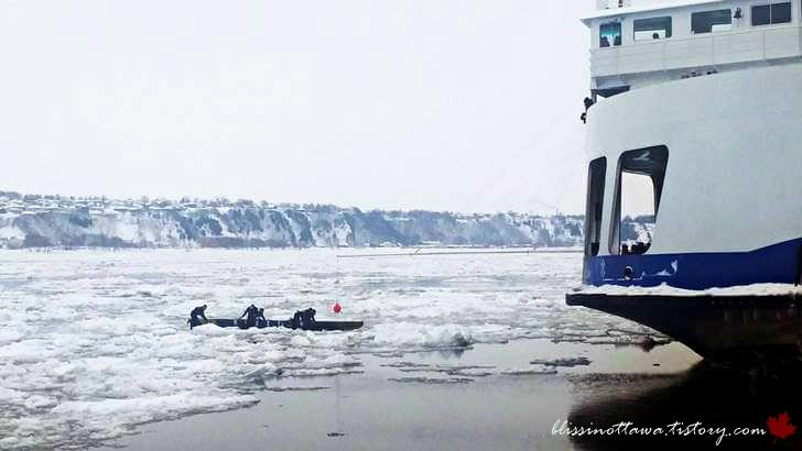 퀘벡 윈터 카니발 카누 경주입니다