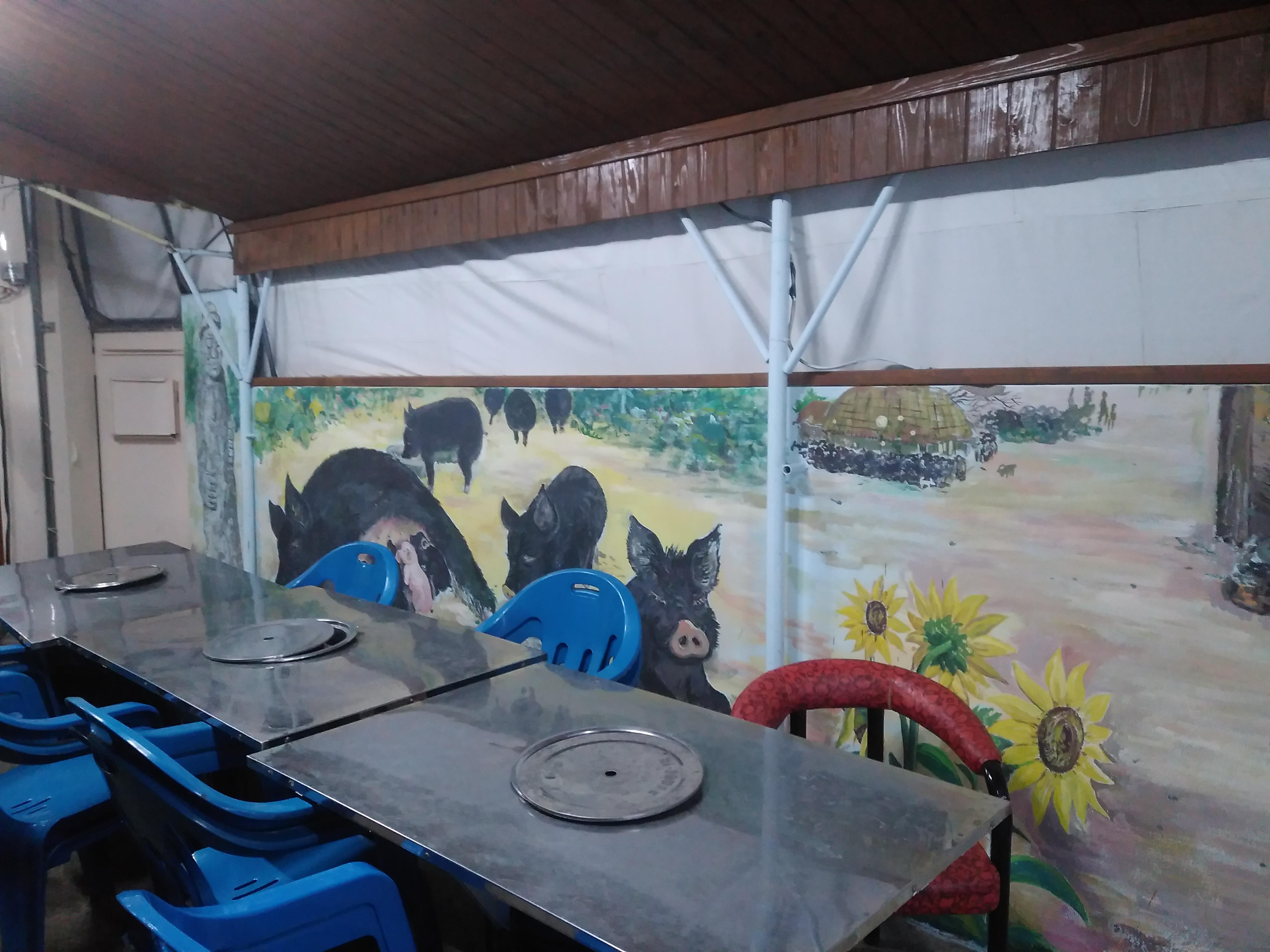 밖에 앉는 테이블