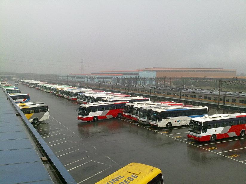 비오는 날, 노포동 부산 종합 버스 터미널의 모습