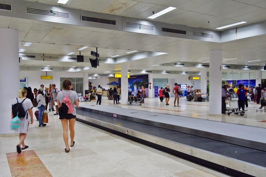 공항 건물 내부