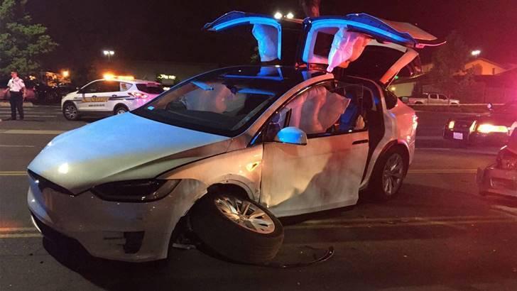 테슬라 모델X가 미국 교통부 충돌 테스트에서 만점을 받은 이유