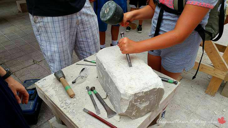 돌 조각 체험입니다