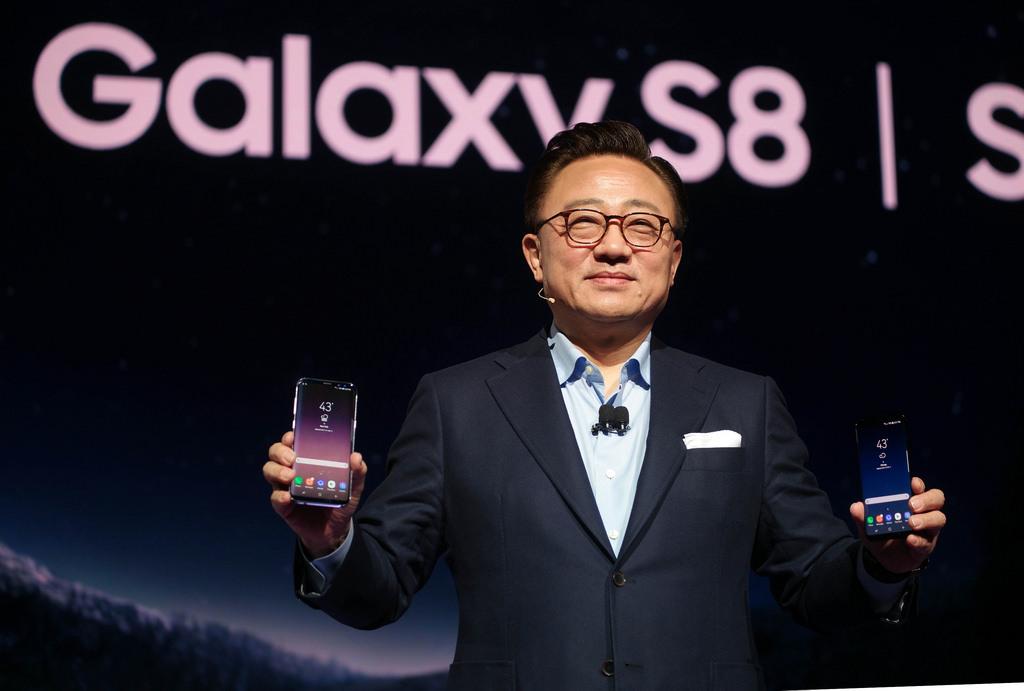 갤럭시 노트 7의 아픔을 치유하기 위해 삼성이 독을 품고 만든 갤럭시 S8, 과연 삼성의 추락한 자존심을 세워줄 수 있을까?
