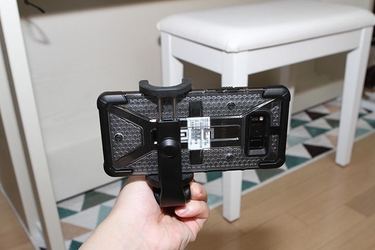 샤오미 셀카봉 ,삼각대, 직구 ,블루투스, 리모컨, 편리해,IT,IT 제품리뷰,이 제품 꽤 가격도 저렴하고 괜찮은데요. 성능도 꽤 괜찮습니다. 샤오미 셀카봉 삼각대 직구 제품은 블루투스 리모컨이 되는 편리한 제품과 유선 제품 두가지가 있는데요. 저는 블루투스 제품을 소개 할겁니다. 샤오미 셀카봉 삼각대 직구로 구매하면 상당히 저렴한데요. 부품이 망가질일도 잘은 없어서 싸게 구매하는게 가장 좋아보입니다. 블루투스 리모컨이 있어서 활용성이 무척 좋습니다.