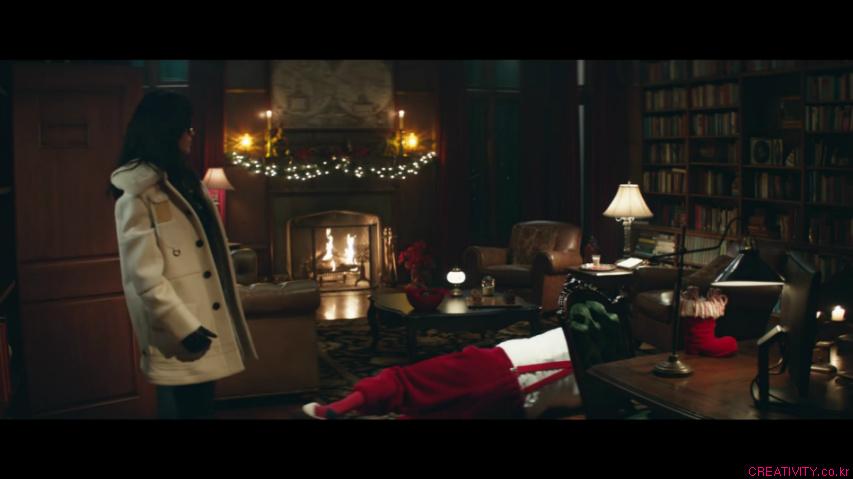 이번 크리스마스 선물은 코치백/코치가방(Coach)을 주세요. 아니면 두고봅시다!(Give Coach Or Else), 코치(Coach)의 크리스마스 TV광고 - '산타 선물 강탈(Santa Shakedown)'편 [한글자막]