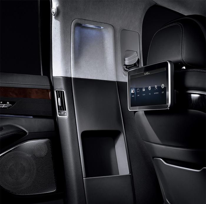 EQ900 리무진 뒷좌석