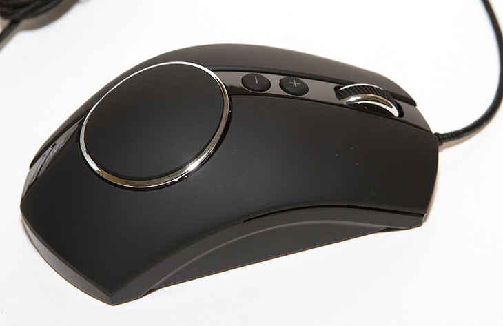 잘만 ZM-GM3 ,마우스 후기 ,배틀필드4 게임하기,IT,IT 제품리뷰,후기,사용기,ZM-GM3,잘만마우스,잘만 ZM-GM3 마우스 후기를 올려봅니다. 배틀필드4 게임하기도 해 봤습니다. 게임에 관심이 많은 분들은 마우스에도 관심이 많을 것 입니다. 저 역시 그러합니다. 게이밍마우스라고 한다면 게임할 때 뭔가 자신의 반응에 맞춰서 잘 움직이는 마우스를 말할 것입니다. 잘만 ZM-GM3 마우스 후기를 통해서 이 마우스가 게이밍 마우스에 적합한지 알아보려고 합니다. 개인적으로는 양손잡이용 마우스를 그렇게 좋아하진 않습니다. 물론 양손잡이용 마우스도 정말 잘 만들어진 마우스가 있긴 하지만요. 오른손에 최적화된 마우스가 오른손잡이에게 더 적합한것은 사실이라 저는 오른손전용 마우스가 좋습니다. 잘만 ZM-GM3 마우스도 오른손 전용 마우스 입니다. 저는 제품을 손에 쥐어보고 빨리 장단점을 파악하는 편인데요. 오른손 전용 마우스인데 약간은 오른쪽 부분이 아쉬웠습니다. 손끝 부분에 쥐는 느낌이 아주 편안하지는 않더군요. 이부분은 아래에서 설명하겠습니다. 휠버튼이 약간 멀리있는 느낌은 있지만 이건 익숙해지면 적응이 가능한 정도이고, 그 외에 마우스의 성능 부분은 레이저센서를 사용한 마우스이므로 평균 이상의 성능을 보여줍니다. MSI 타이탄X를 장착한 시스템에서 배틀필드4 게임을 해 봤는데요. 마우스 조작에서 아주 부드럽게 따라와주는 느낌을 받았습니다.