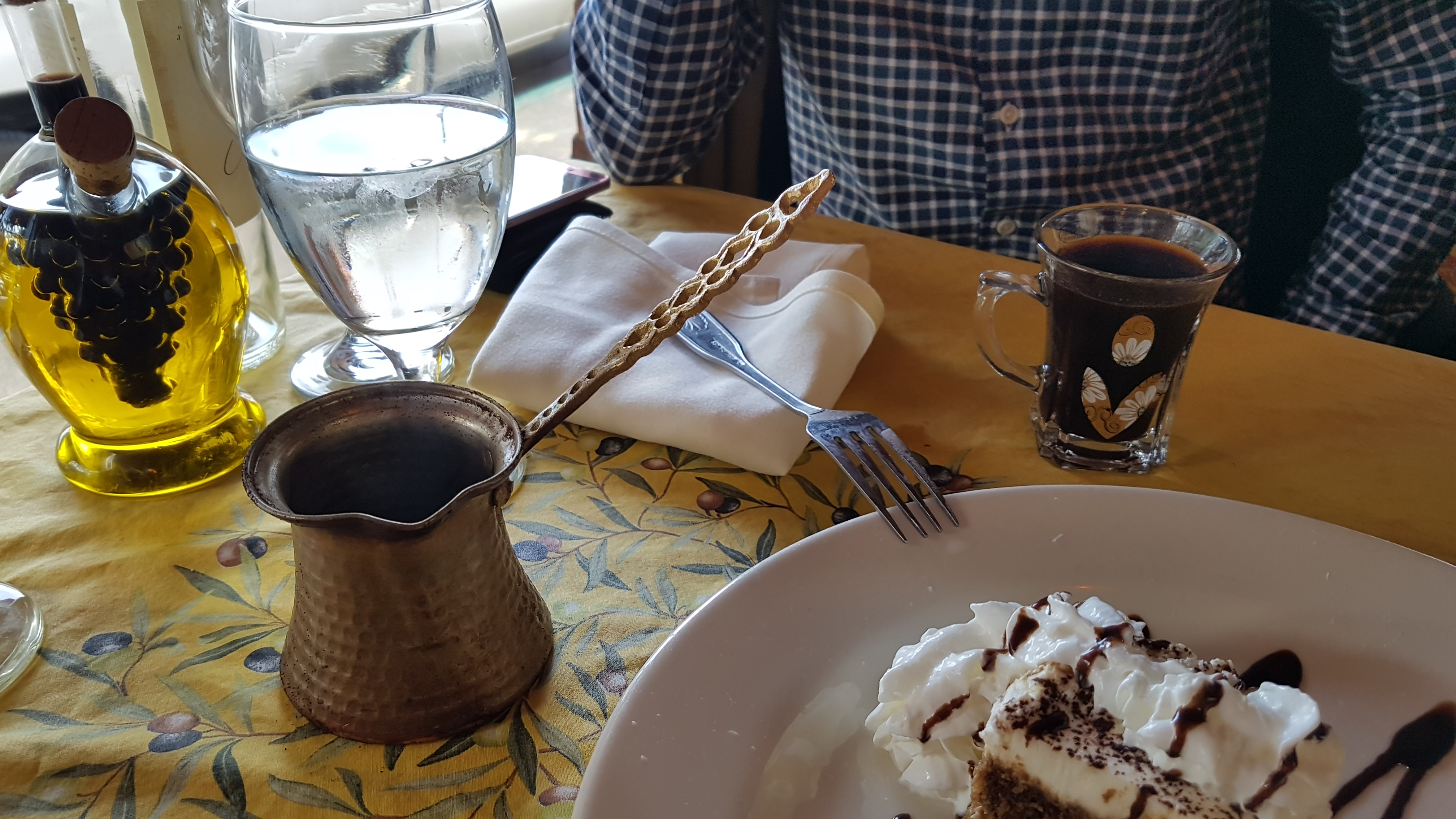 1번 국도, 1번 도로, Baklava, Boudin, camel by the sea, Cappuccino, Clam Chowder, Clams, dametra cafe, Dessert, dipped in coffee, fisherman's chioppino, gyros, gyros plate, honey mint green tea, Josh, layered with whipped mascarpone cheese tapped with chocolate., Layers of Rich, Made with sponge cake, Moroccan tea, mussels, New York Steak, piled with Chopped nuts, pitta bread, prawns and snapper in a tomato herb wine fish broth served with our delicious garlic bread., Rosated lamb and beef seasoned with Greek spices and served over rice pilaf with a Greek salad., salmon, snapper, sotto mare, Sweet Filo Dough, syrup and honey., the best clam chowder bowl, Tiramisu, Turkish coffee, [카멀바이더씨] Dametra Cafe ( 다메트라 카페 ) - 지중해 음식 짱짱~, 가격, 가성비, 거품, 견과류, 고급, 고풍스러움, 그리스, 그리스 음식, 꿀맛, 노란 느낌, 노랑, 뉴욕 스테이크, 다메트리 카페, 담당 서버, 도미, 동네 이름, 드라이브, 디메트라 카페, 디저트, 맛집, 메뉴, 메뉴판, 물가, 민트, 바클라바, 발사믹 소스, 발사믹 식초, 발사믹 오일 용기, 빨강, 새우, 시럽, 식전빵, 양피지, 여행, 올리브유, 이태리식 해물탕, 익스테리어, 인테리어, 전망, 지중해 요리, 지중해 음식, 진짜별, 질감, 짱M, 채송화, 초록, 치오피노, 치즈, 카멀바이더씨, 카멜 바이 더 씨, 캘리포니아 새우, 캘리포니아주, 커피, 클램 차우더, 터키, 터키 디저트, 터키 커피, 특이한 이름, 티라미수, 티마리수 케익, 팁, 파이, 포도모양, 피타 브래드, 화이트 와인