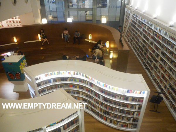 싱가포르 아트 테마 여행 - 오차드 도서관, 번화가 쇼핑몰 속 도서관