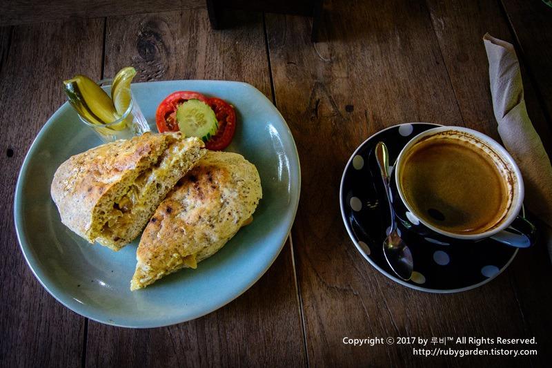 태국 치앙마이 맛집 / 고산커피의 진수를 맛볼 수 있는 로스팅 카페 '마운틴 커피'